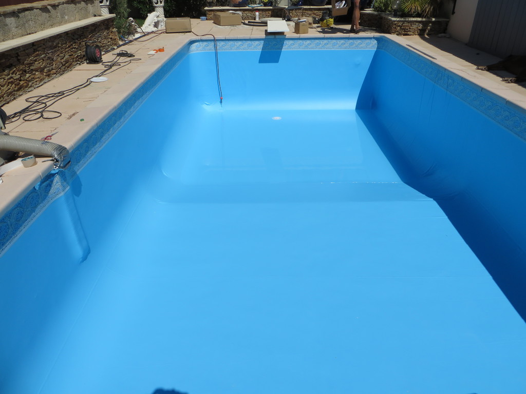 Changement liner piscine agoira ventabren saint for Devis changement liner piscine