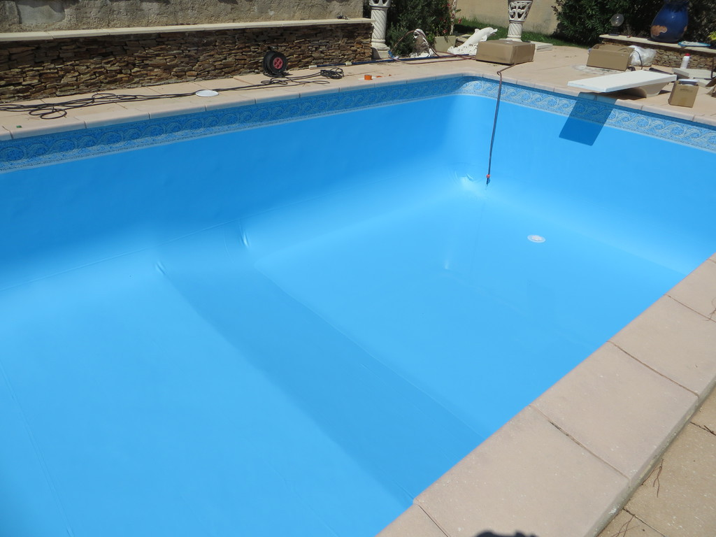 Changement liner piscine agoira ventabren saint for Rail liner piscine bois